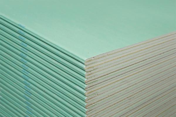 Влагостойкий материал легко отличить по зеленому цвету покрытия