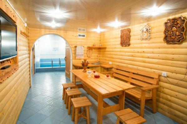 Влажность в таких помещениях высокая, так что стоит позаботиться о защите древесины