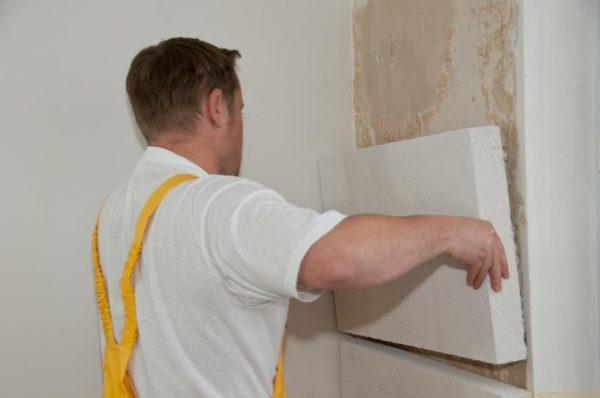 Во время установки пенопластовых плит необязательно надевать средства индивидуальной защиты