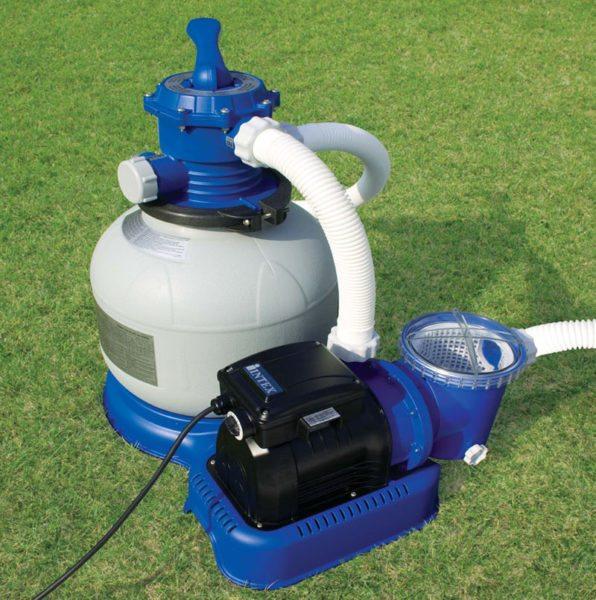 Водоснабжение обеспечивается циркуляционным насосом с фильтрующей камерой