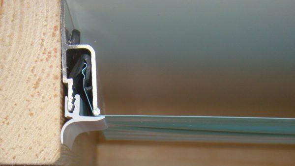Вот как выглядит в разрезе узел крепления самой распространенной гарпунной системы монтажа