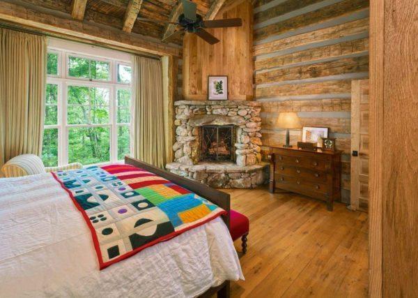 Впустите в спальню максимум света, ограничив декор легким тюлем