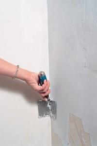 Выравнивание внутреннего угла при помощи угловой лопатки
