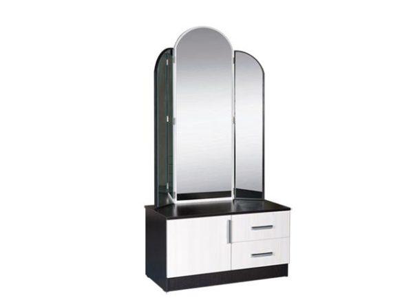 Высокие зеркала модели «Светлана» позволяют рассмотреть себя в полный рост