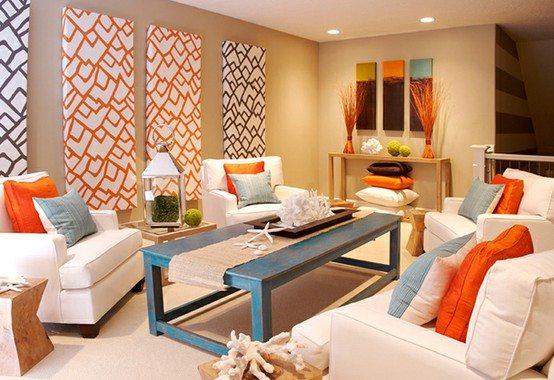 Яркий декор помещения в теплых тонах делает интерьер более «сочным» и выразительным.