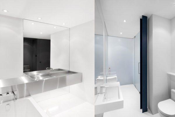 Яркое освещение и преобладание светлых тонов заставит маленькую ванную казаться гораздо просторнее.