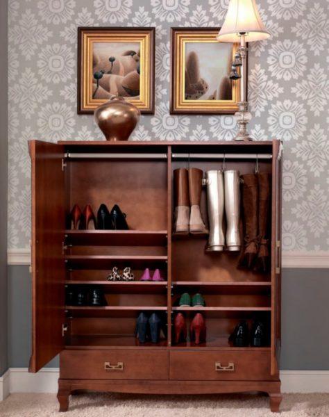 Закрытые обувные тумбы или шкафы могут быть выполнены в классическом или любом другом стиле, соответствующим интерьеру вашей квартиры