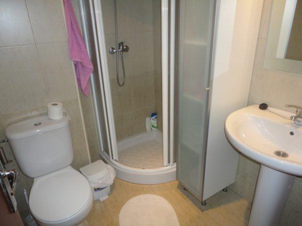 Замена ванны на душевую кабину разгрузит пространство санузла.