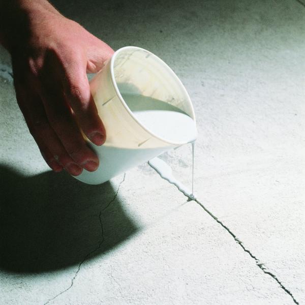 Заполнение трещины в бетоне эпоксидным клеем