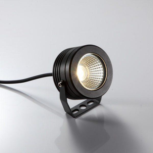 Защищенный светодиодный светильник в исполнении IP67. Он может работать в запыленном или сыром помещении.