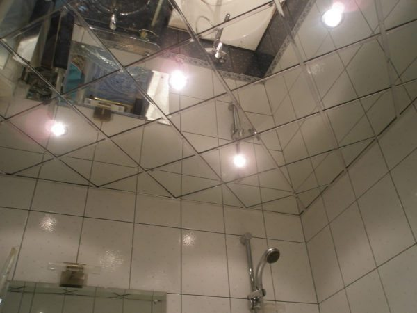 Зеркальный подвесной потолок — наилучший способ визуально сделать помещение выше