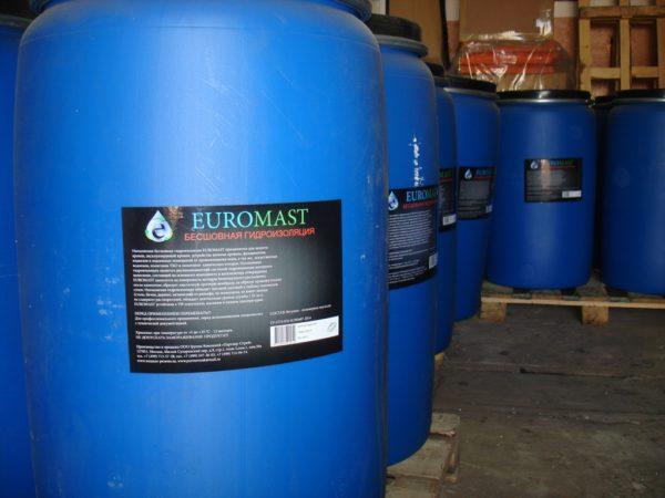 Жидкая резина была разработана еще в СССР, однако не получила широкого распространения из-за низкого качества битума в ее составе.