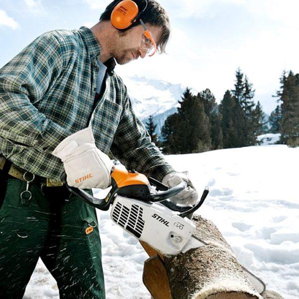 Зимой инструмент можно нагружать сильнее и работать им непрерывно около 30 минут.