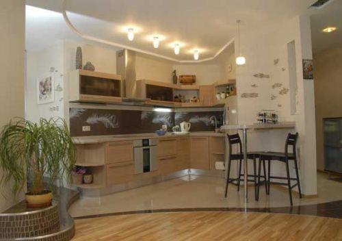 Зонирование кухонной зоны при помощи напольного покрытия